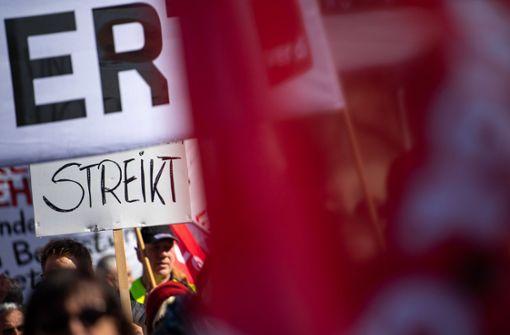 Angestellte der Länder demonstrieren für mehr Geld