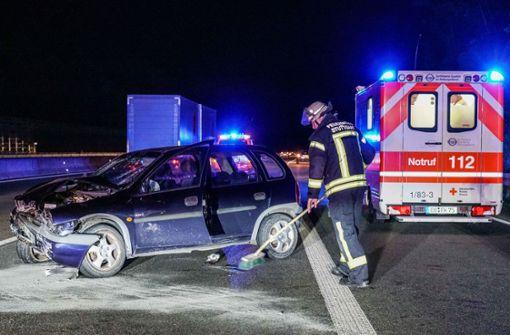 Betrunkener Autofahrer  schleudert über Autobahn