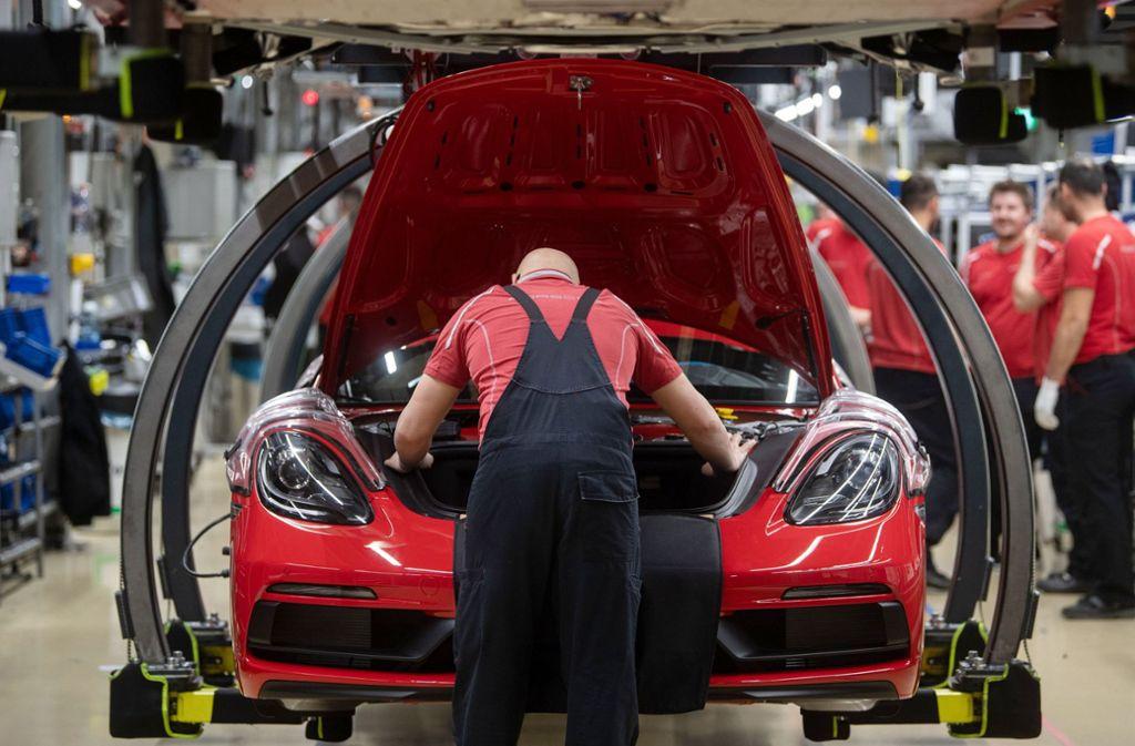 Auch mit Hilfe des Staates sollen  in der Autoindustrie Jobs gesichert werden. Foto: dpa/Marijan Murat