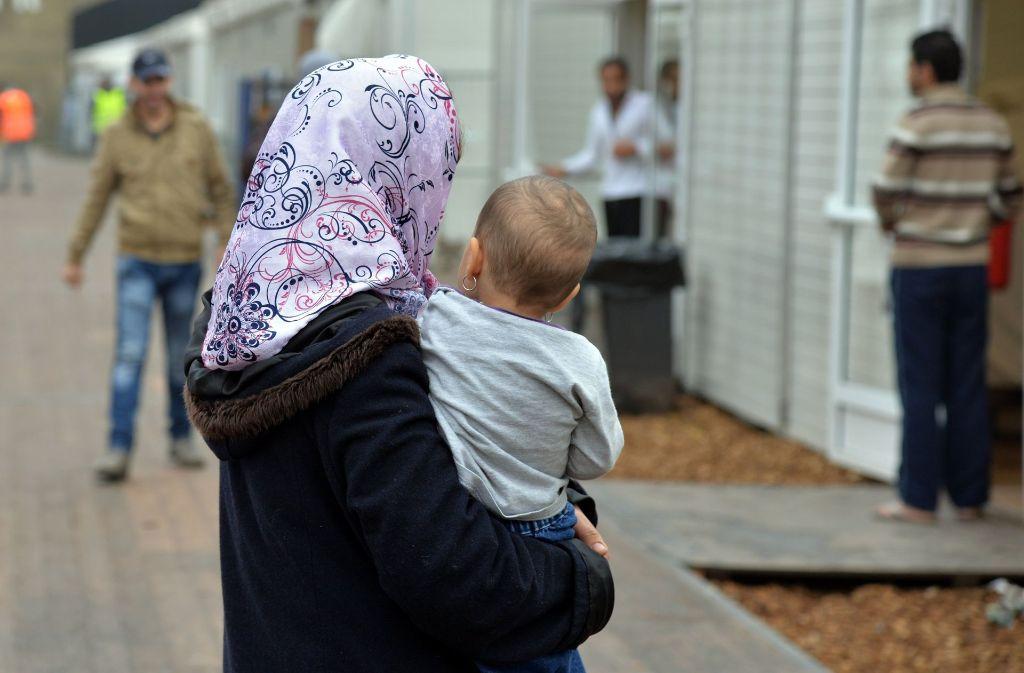 Im Viser von Islamisten stehen laut  Geheimdienst immer häufiger Flüchtlinge. Foto: dpa