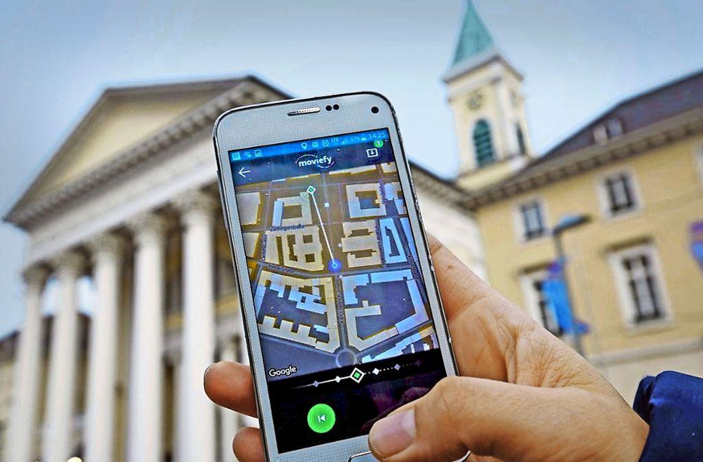 Mit der App Moviefy wird das Smartphone zum Geschichtenerzähler beim Gang durch die Stadt. Der Hörer erlebt dabei die Handlung so, als wäre er selbst die Hauptfigur. Foto: Jörg Donecker