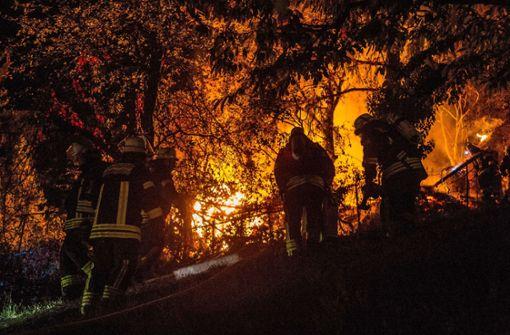 Gartenhütte brennt lichterloh
