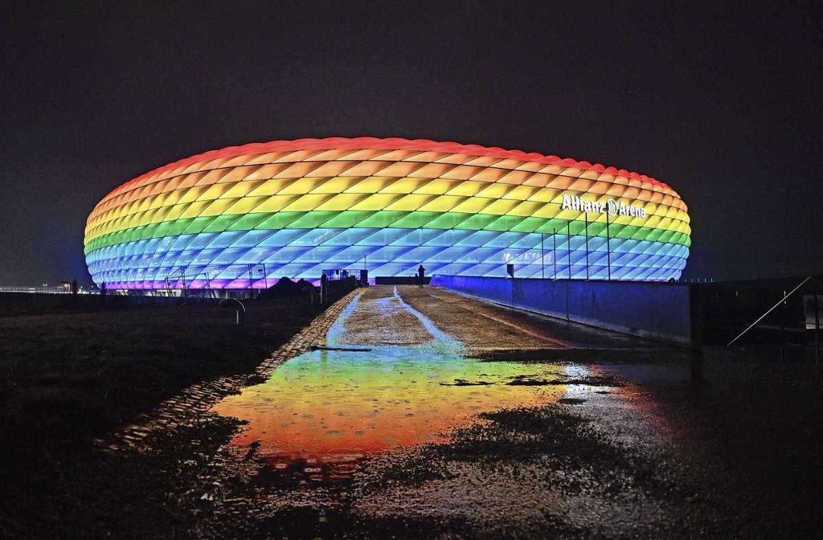 Verbotenes Farbenspiel: Die Münchner Arena darf bei der EM nicht bunt leuchten. Foto: imago/Sven Simon