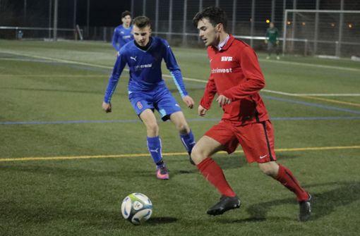 Filip Jaric erzielt alle   drei Tore für den SVF