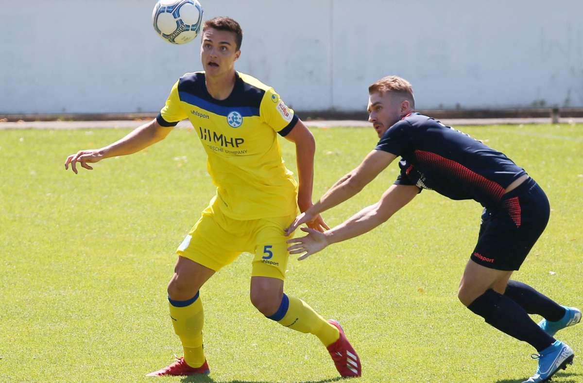 Theo Rieg (li.): Die Saison ist für den 21-jährigen Innenverteidiger der Stuttgarter Kickers gelaufen. Foto: