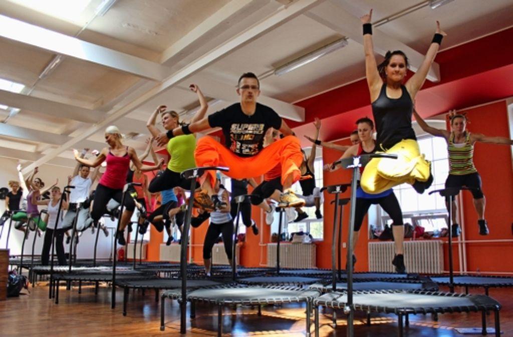 Jumping Fitness soll dreimal so effektiv sein wie Joggen. Foto: z