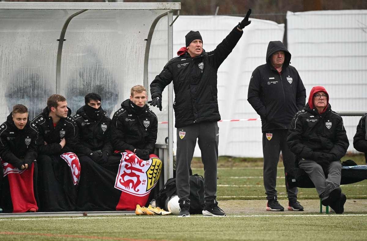 Trainer Frank Fahrenhorst und das Team des VfB II wachsen immer besser zusammen. Foto: imago//Peter Hartenfelser