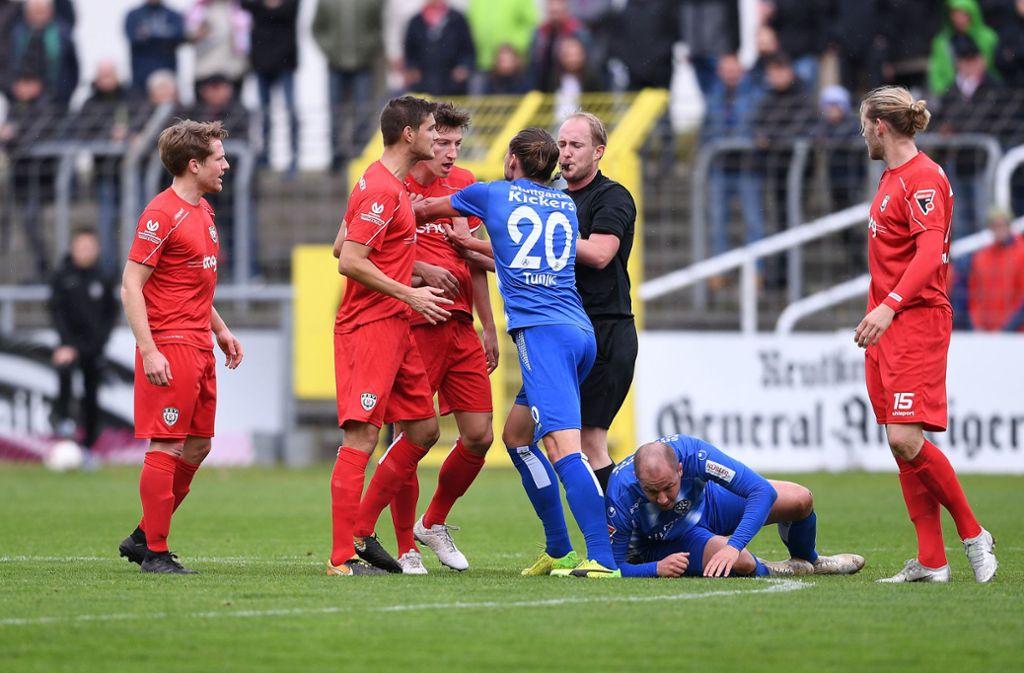 In Reutlingen ging es am Sonntag teilweise emotional zur Sache – beim Stadtderby der Stuttgarter Kickers gegen den VfB II dürfte dies am kommenden Samstag nicht anders werden. Foto: Baumann