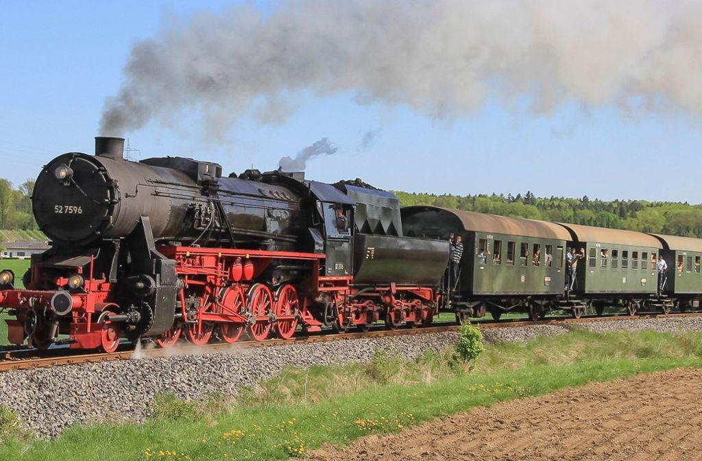 Der Feurige Elias ist ein Dampfzug und war auf der Fahrt nach Weissach. Foto: GES