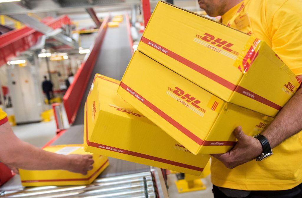 Die Polizei rät zur Vorsicht bei der Annahme von Paketen mit unbekanntem Absender in der Vorweihnachtszeit. (Symbolbild) Foto: dpa