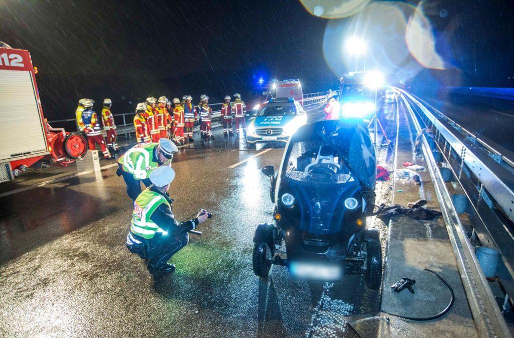 Der Fahrer des  Mini-Elektroautos wird bei dem Unfall tödlich verletzt. Foto: 7aktuell.de/Simon Adomat