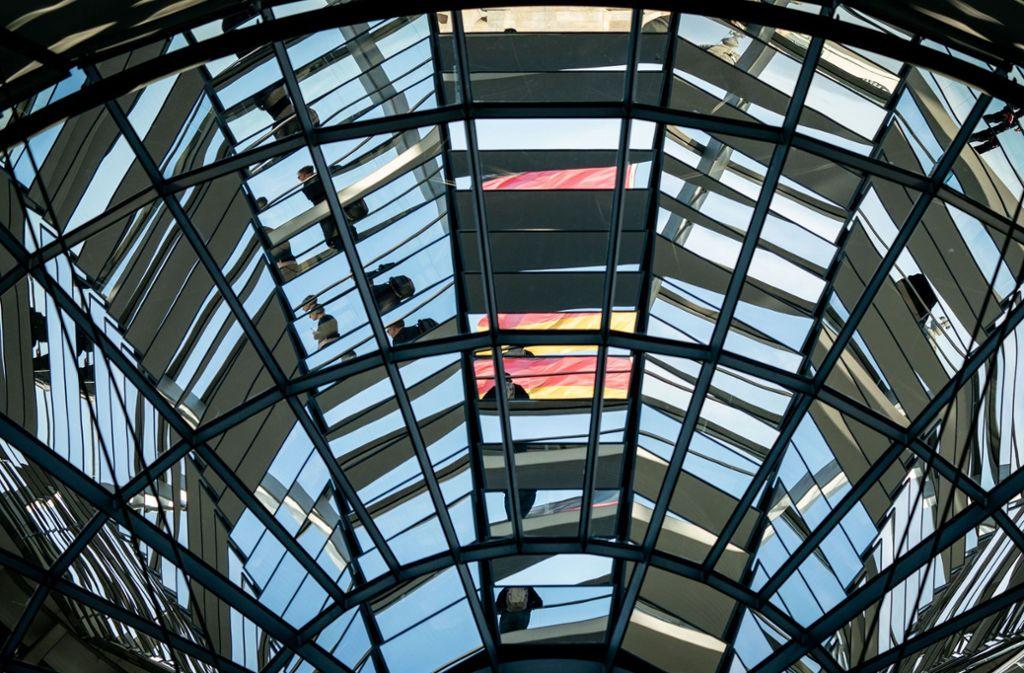 Im Bundestag kam es am Donnerstag zu zwei medizinischen Notfällen. (Symbolbild) Foto: dpa/Kay Nietfeld