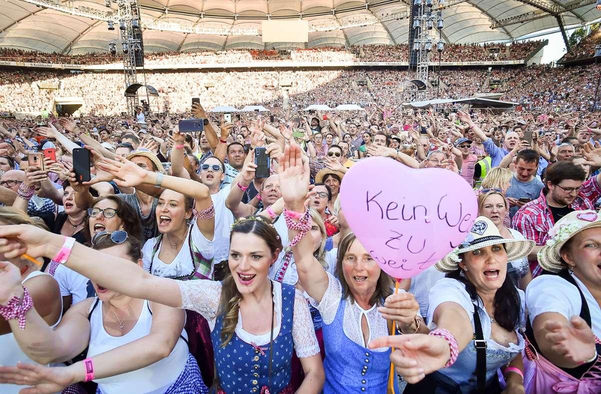 Eine Studie untersucht, wie Konzerte und Sportveranstaltungen wieder möglich sein könnten. Doch so eng wie beim Konzert von Andreas Gabalier im Sommer 2019 in der Stuttgarter Mercedes-Benz-Arena wird es so schnell nicht wieder werden. Foto: Lichtgut / Ferdinando Iannone