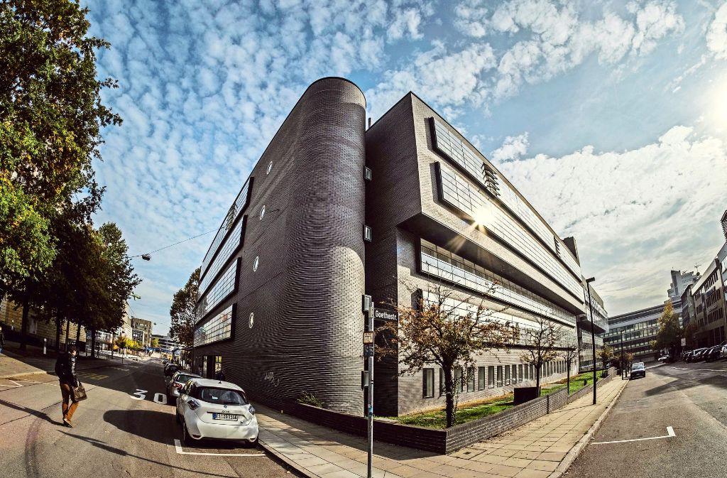 Dieser Teil der ehemaligen EnBW-Zentrale bleibt bestehen. Foto: Lichtgut/Kovalenko