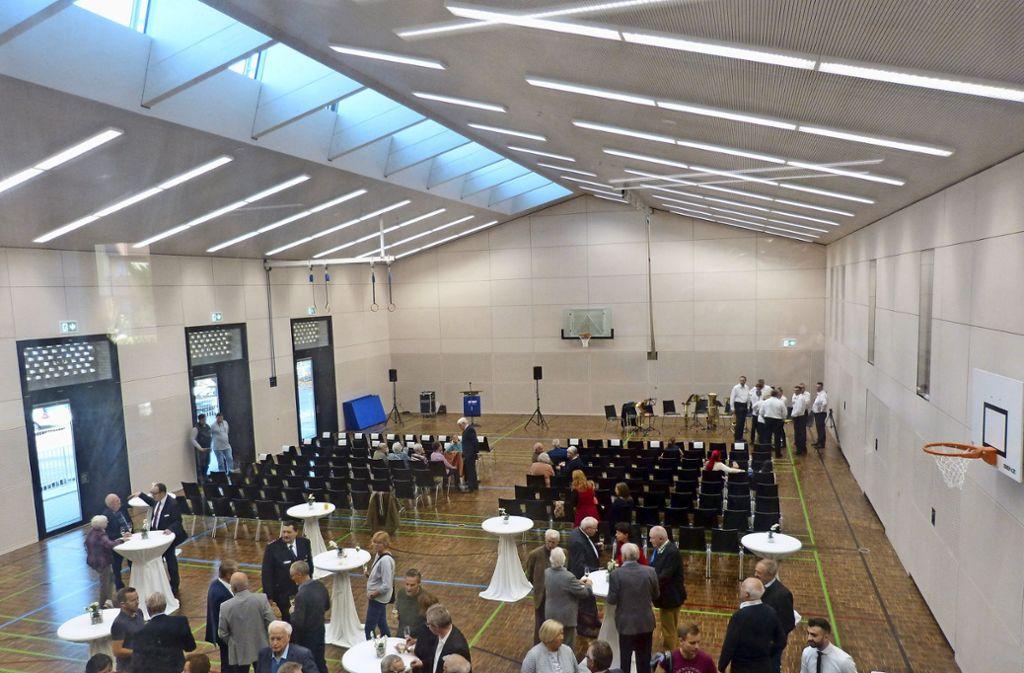Hell und freundlich erstrahlt die neue Halle durch die vielen Glasfassaden und die Oberlichter. Foto: Alexander Müller