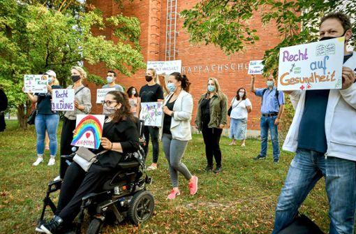 Eltern protestieren gegen Vergrößerung der Klassen