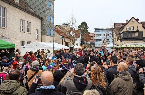 Zur Eröffnung des Stammheimer Weihnachtsmarktes spielte der evangelische Posaunenchor und sang der Kinderchor der Klassen 3 und 4 der hiesigen Grundschule. Foto: Torsten Ströbele