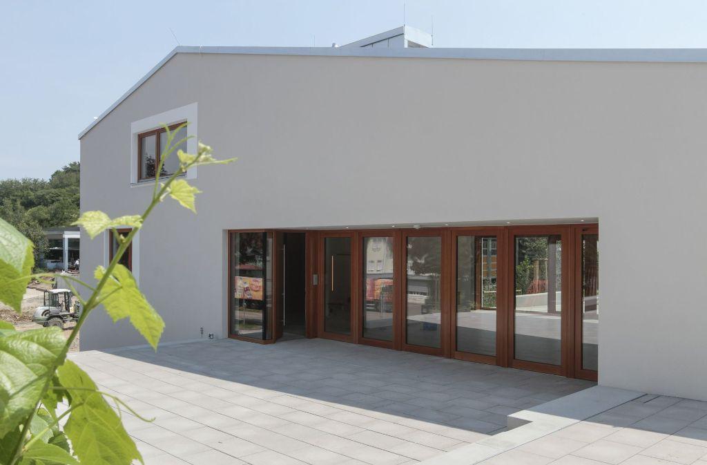 Ein einfacher, archaischer Putzbau: das neue Gemeindehaus in Weissach Foto: factum/Bach