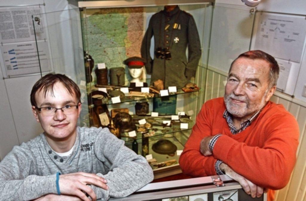 Ein Jahr lang haben Steffen Maisch (links) und Michael Geyer vor der Ausstellung die Schicksale der Hemminger Soldaten recherchiert. Foto: factum/Bach