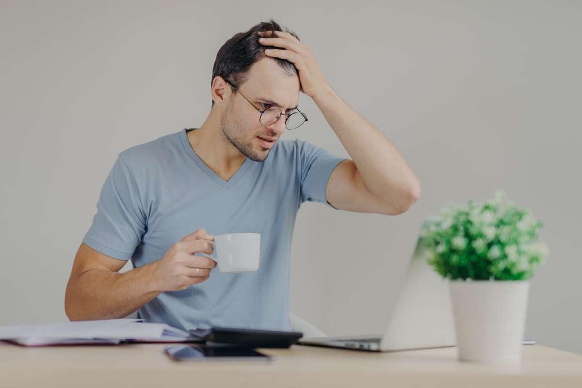 Das Studium der Renteninformation ist keine leichte Kost, aber wichtig. Foto: Adobe Stock/Viorel Kurnosov