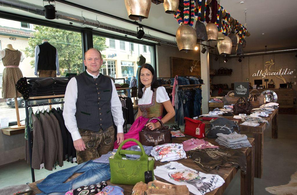 Alexander und Heike Berger setzen auf den zentralen Standort in der Dorfmitte und auf Kleidung im alpinen Livestyle. Foto: Ines Rudel