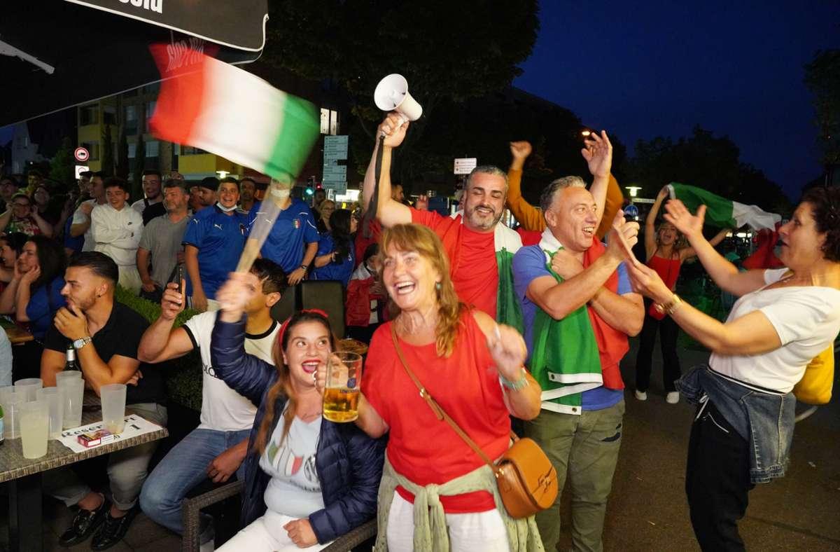 Die Freude war groß nach dem Sieg der Italiener gegen Österreich. Foto: Fotoagentur-Stuttgart/Andreas Rosar