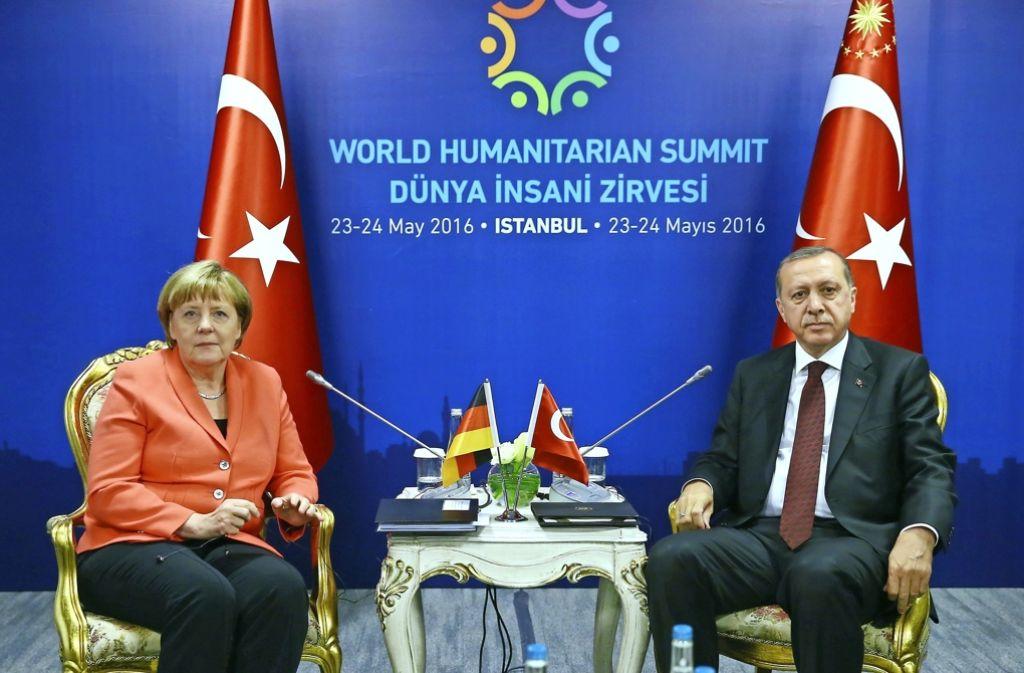 Sie reden viel, haben sich aber nicht immer etwas zu sagen: Erdogan (rechts) ist ein schwieriger Gesprächspartner für Kanzlerin Angela Merkel. Foto: TURKISH PRESIDENT PRESS OFFICE