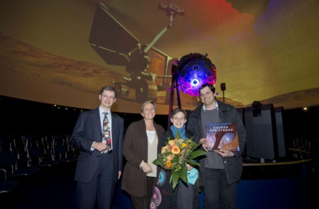 Lemmer und Eisenmann mit den sechsmillionsten Besuchern (v.l.) Foto: Martin Stollberg