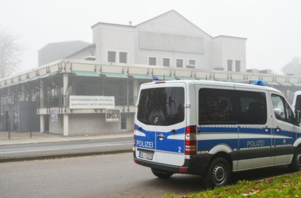 Auch im November 2014 hat der Bundesparteitag der NPD in Weinheim stattgefunden. (Archivfoto) Die Polizei hat sich auf Proteste an diesem Wochenende eingestellt. Foto: dpa