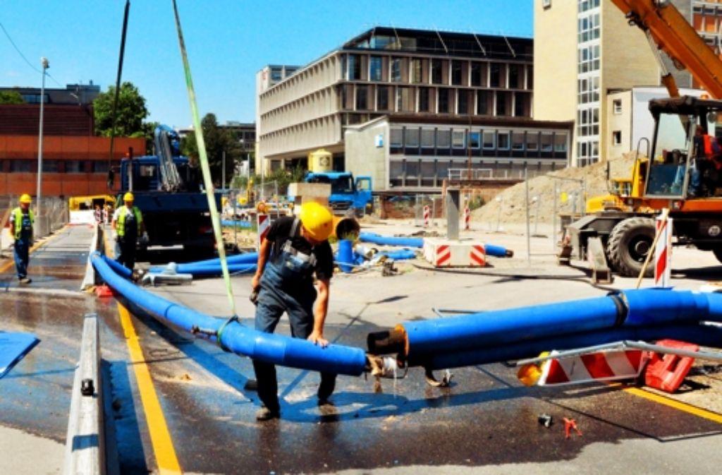 Ende Juni riss ein Lkw Rohre des Grundwassermanagements um. Dabei trat Wasser aus, das verfärbt war. Foto: dpa