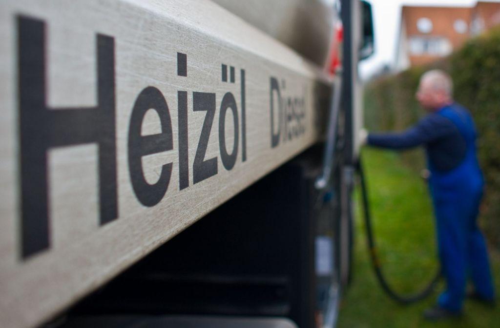 Die Kosten für Heizöl sind im vergangenen Jahr deutlich gestiegen. (Symbolfoto) Foto: dpa/Patrick Pleul