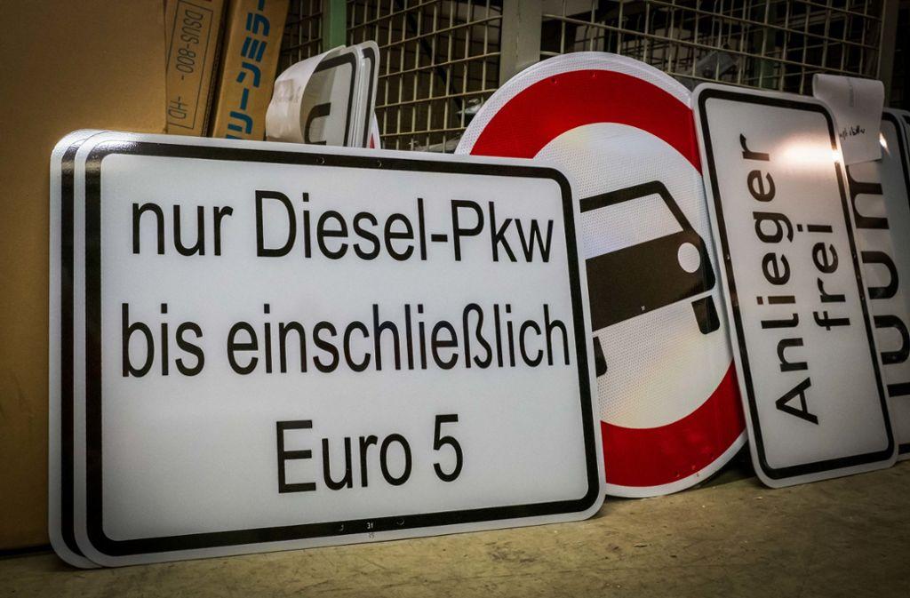 Das bisher streckenbezogene Euro-5-Dieselfahrverbot soll zu einem zonalen  Verbot ausgeweitet werden. Geplant ist es vom 1. Juli 2020 an. Foto: Lichtgut/Achim Zweygarth