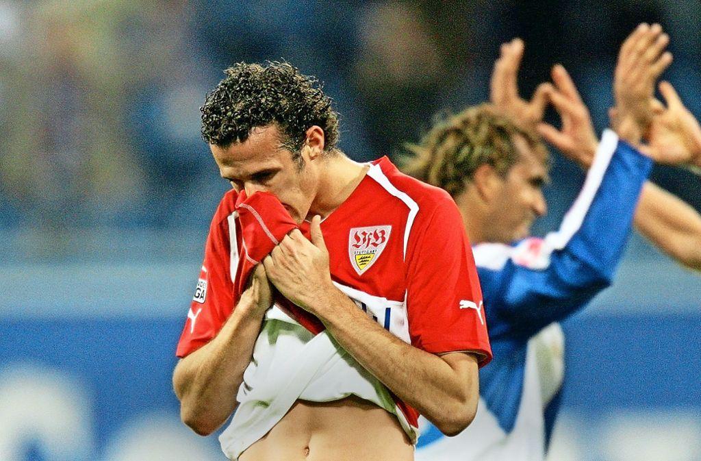 Beim bisher letzten Pokalspiel gegen Hansa Rostock 2005 erleidet der VfB mit Marco Streller (li.) an der Ostsee Schiffbruch. Foto: Baumann