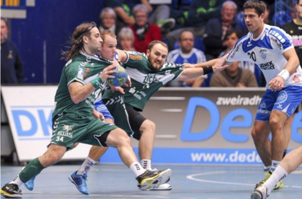 Ivano Balic (mit Ball) tritt mit der HSG Wetzlar am Freitagabend in Oeffingen an Foto: dpa