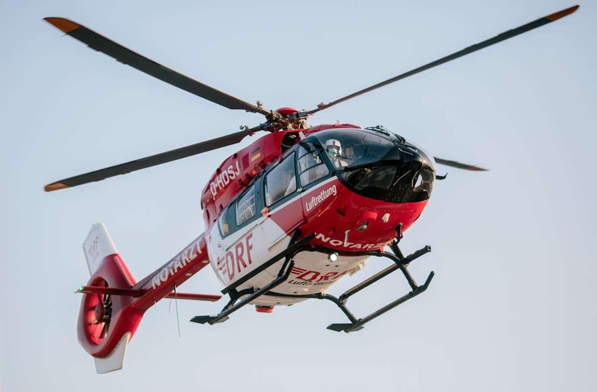 Der 59-Jährige wurde mit einem Rettungshubschrauber in ein Klinik gebracht (Symbolbild). Foto: dpa/Felix Heyder