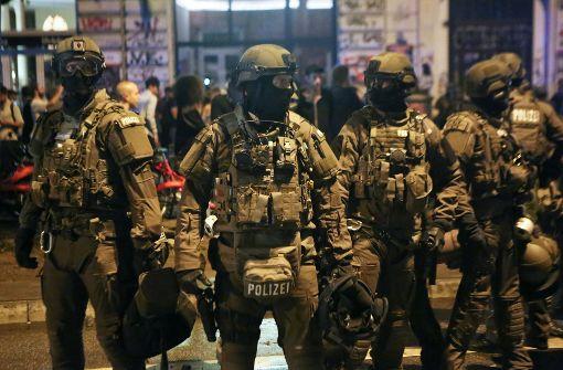 Zahl der verletzten Beamten steigt auf 73