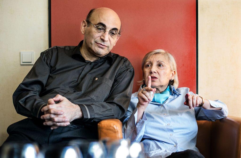 Die Haecker-Preisträgerin Layla Yunus und ihr Mann Arif eröffnen die Lesart. Foto: Horst Rudel