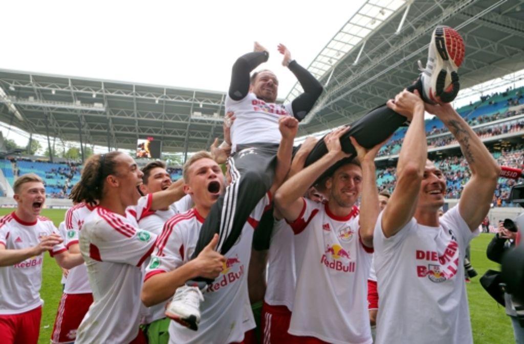 Feiern können sie bei RB Leipzig, nur wollen viele nicht gegen den Zweitliga-Aufsteiger spielen. Auch der VfB Stuttgart nicht. Foto: dpa-Zentralbild