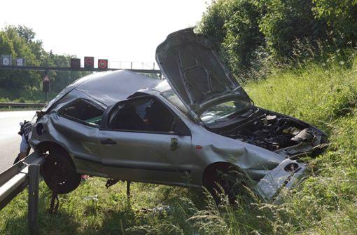 Auto überschlägt sich – zwei Männer schwer verletzt