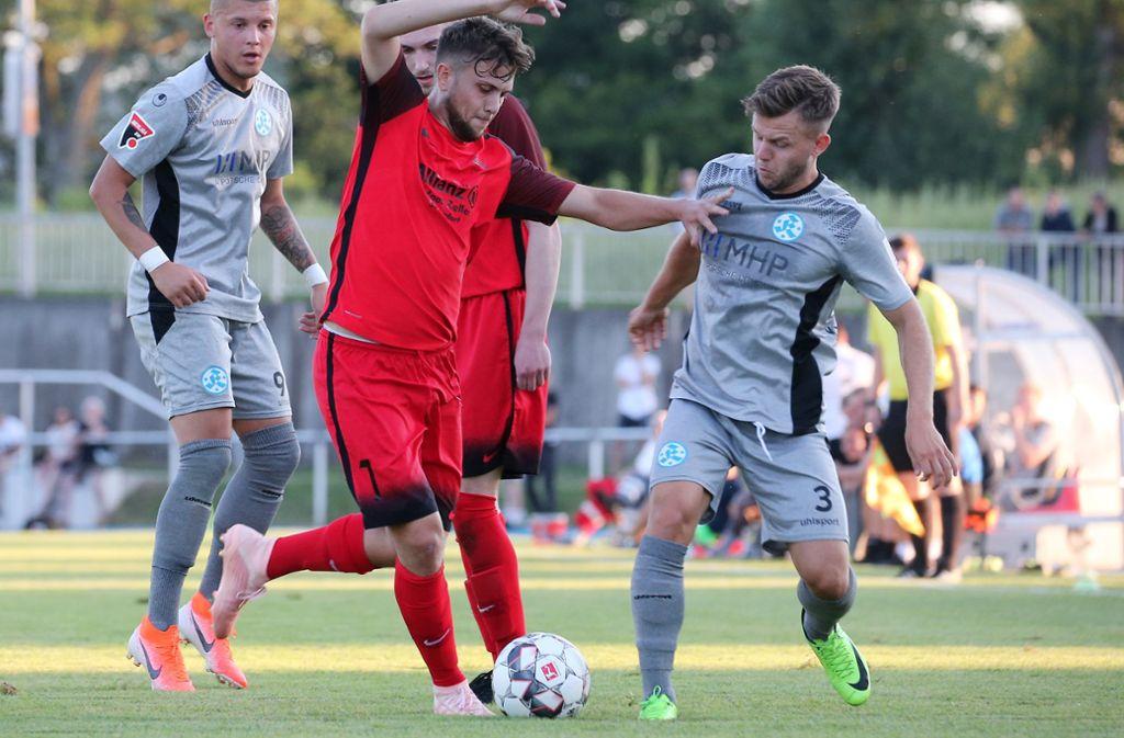 David Kammerbauer (re.): Der Kickers-Verteidiger muss zwei bis drei Wochen pausieren. Foto: Baumann