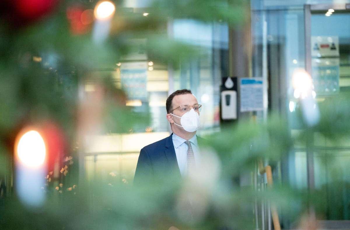 Wird es für mehr Pflegekräfte einen Corona-Bonus geben als bisher? Gesundheitsminister Jens Spahn (CDU) will darüber nachdenken. Foto: dpa/Kay Nietfeld