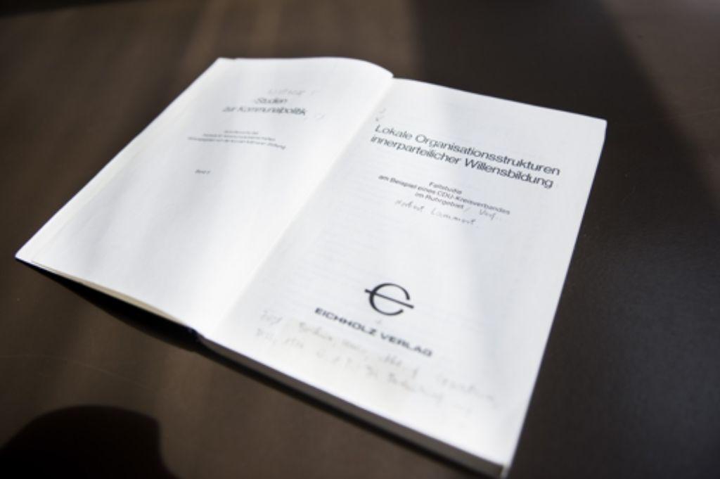 """Die Dissertation von Norbert Lammert trägt den Titel """"Lokale Organisationsstrukturen innerparteilicher Willensbildung"""". Foto: dpa"""