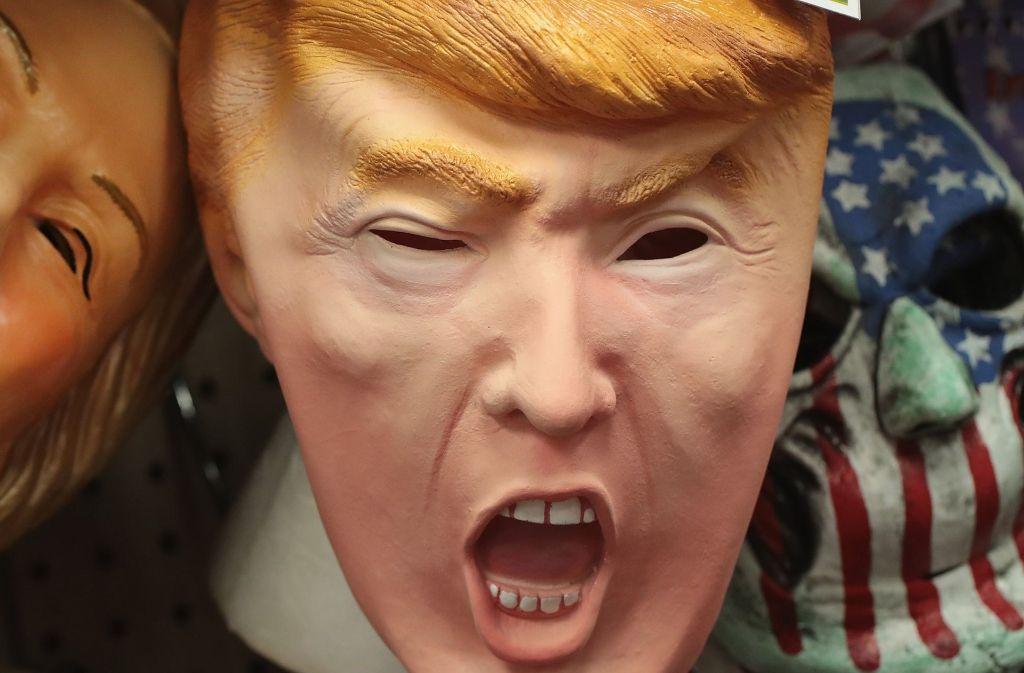 An Kostümen mit Donald-Trump-Optik führt in diesem Fasching kein Weg vorbei. Die Masken sind jedoch schon ausverkauft. Foto: AFP
