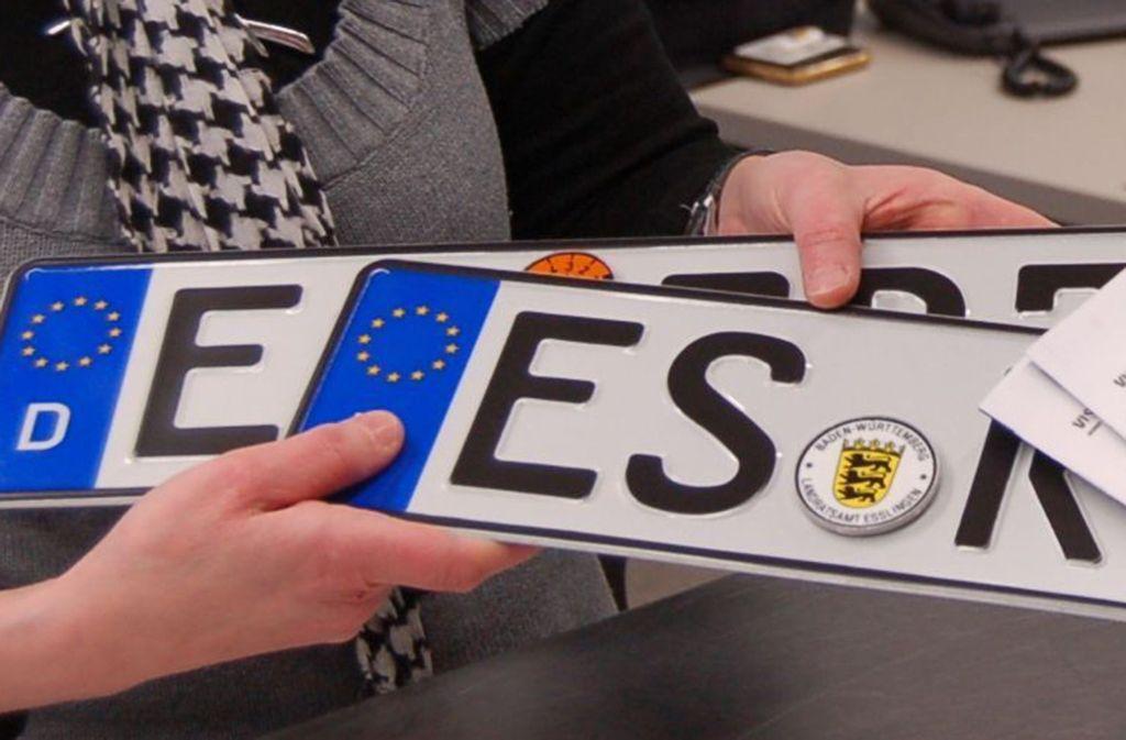 """Die Esslinger KfZ-Zulassungsstelle  kann zurzeit nur """"unaufschiebbare Anliegen"""" bearbeiten. Foto: StZ/Archiv"""