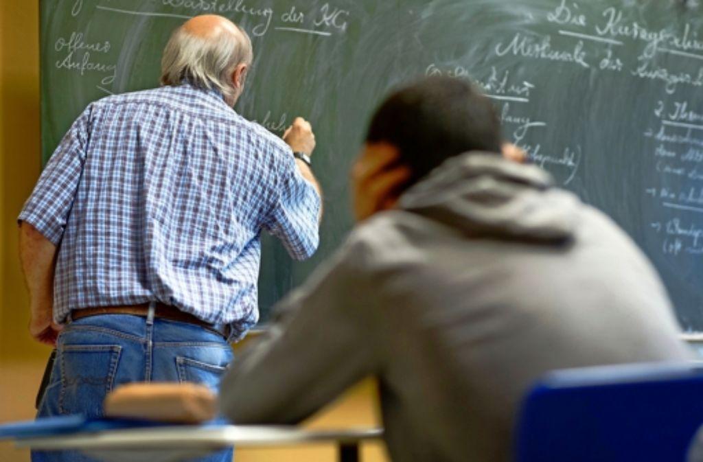 Ältere Lehrer sollen eine Stundenermäßigung bekommen, darauf besteht die GEW. Foto: dpa