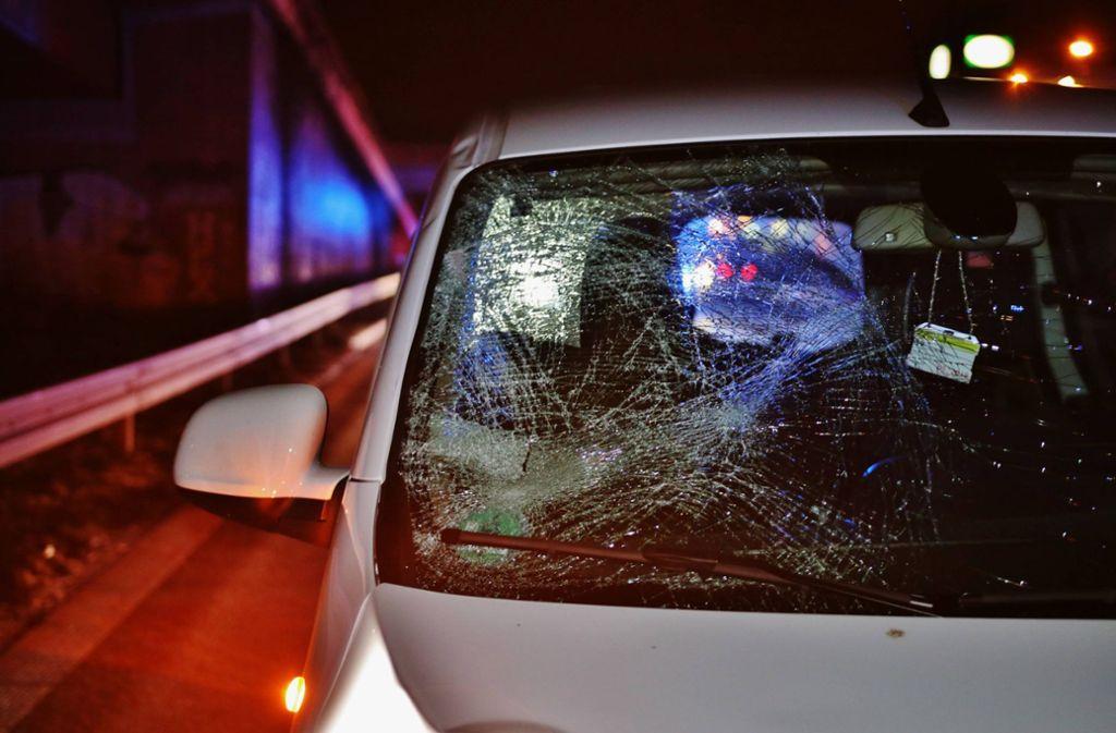 Der 18-Jährige wurde erst auf die Windschutzscheibe und dann auf die Straße geschleudert. Foto: 7aktuell.de/ Lermer