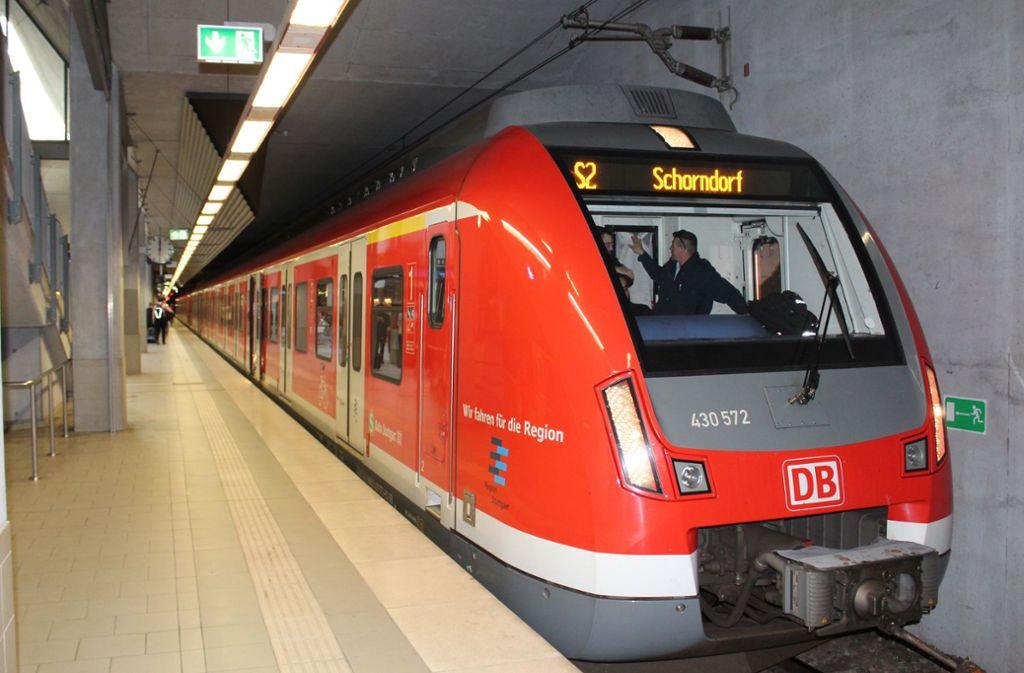 Eines Tages soll die S 2 von Bernhausen nicht mehr zurück nach Schorndorf, sondern weiter in Richtung Neckartal fahren. Foto: Jacqueline Fritsch