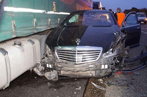 81-jähriger Autofahrer prallt gegen acht Fahrzeuge – zwei Verletzte
