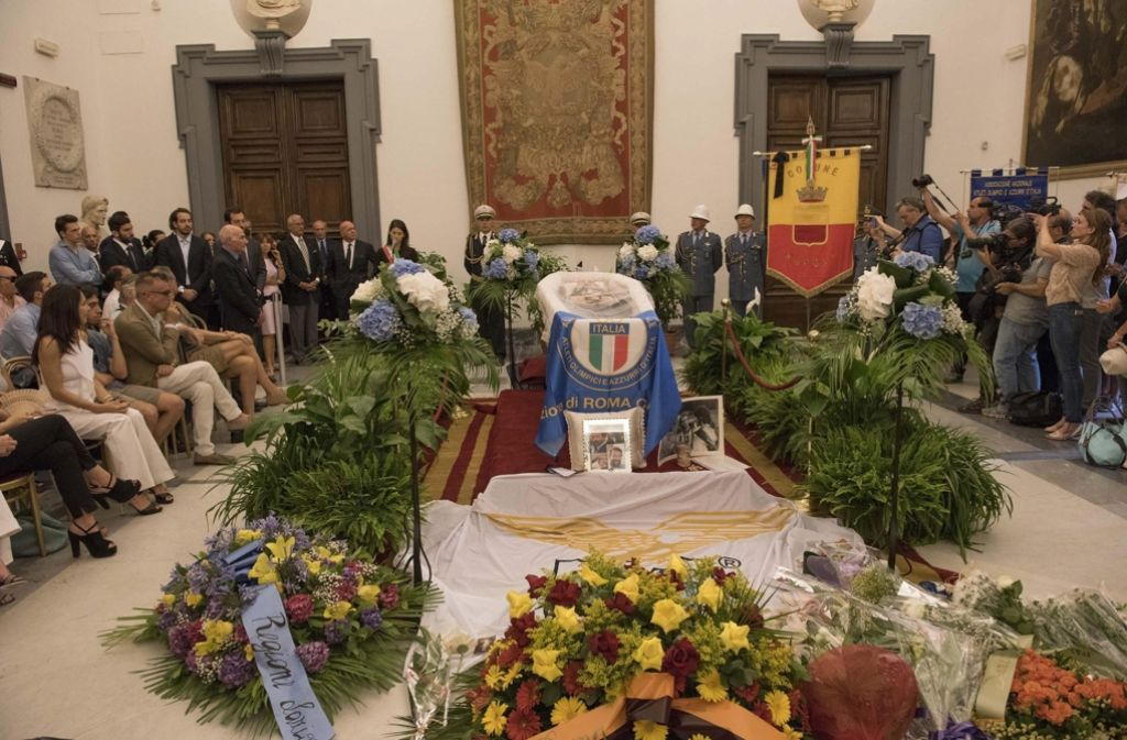 Hunderte Menschen haben in Rom Abschied von Schauspieler Bud Spencer genommen. Foto: dpa
