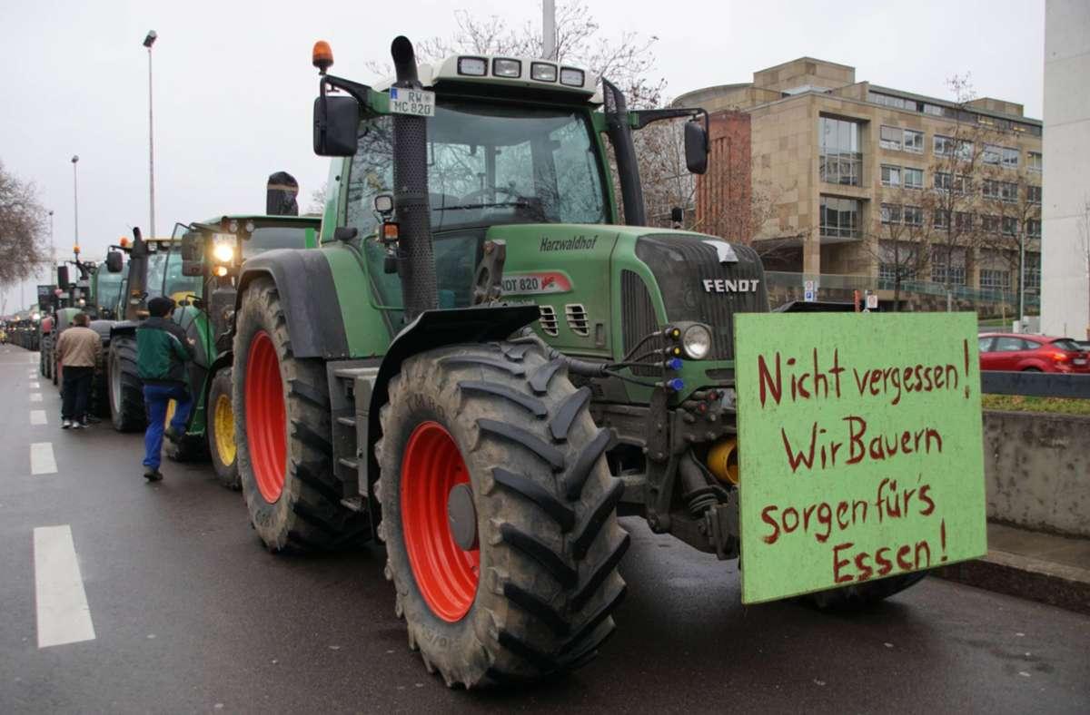 Die Bauern fuhren mit ihren Traktoren am Freitagmorgen zum Landtag nach Stuttgart. Foto: 7aktuell.de/Andreas Werner